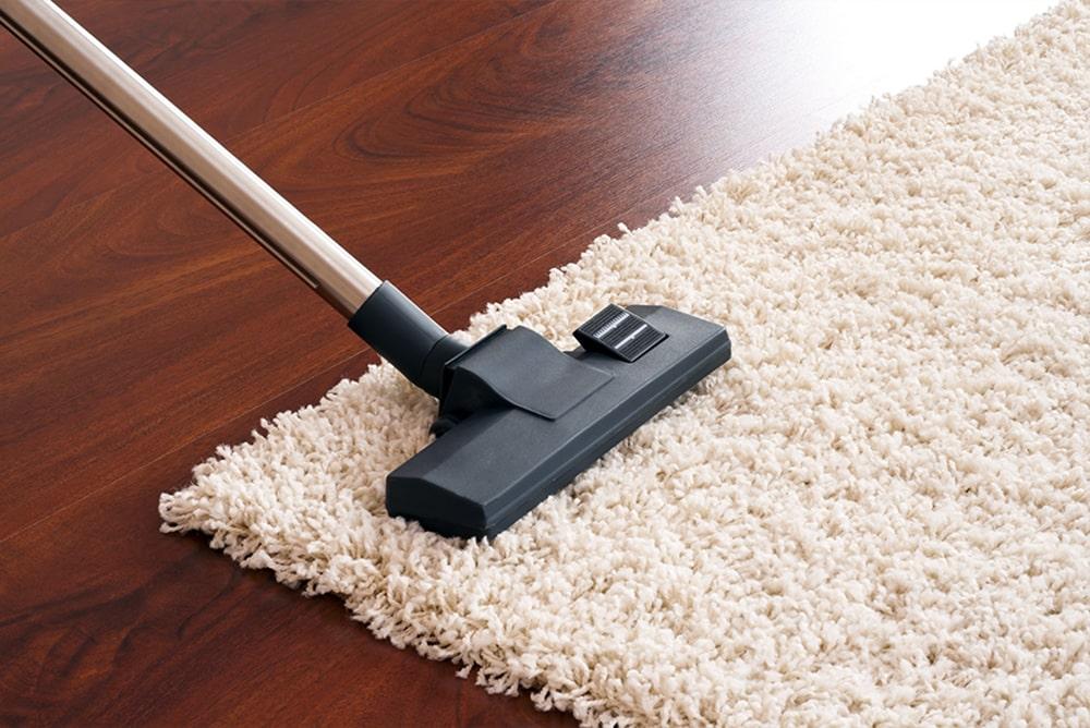 Loại bỏ bụi bằng vệ sinh thảm trong nhà
