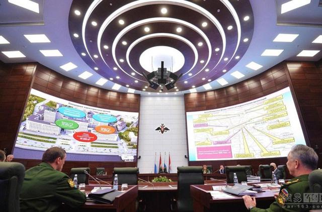 """""""Đột nhập"""" trung tâm chỉ huy siêu bí mật Quốc phòng Nga"""